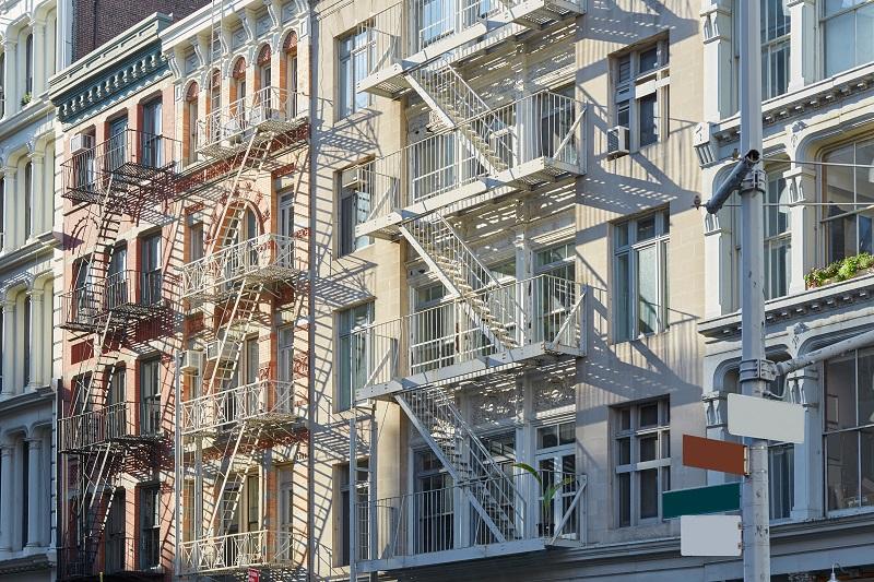 New York, bâtiments d'architecture en fonte à Soho dans un mo ensoleillé