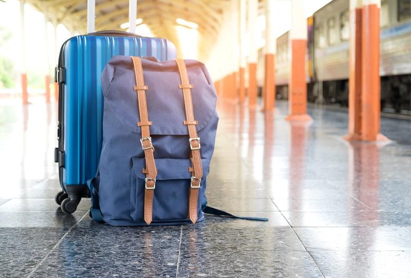 Concepts de voyage, bagages de voyage sur la plate-forme.