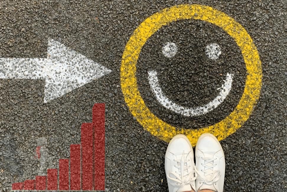 Arriver au bonheur?  De Jacqueline Munguía (CC0) via Unsplash.  https://unsplash.com/photos/1pAwJiCD60c Superposition du grimpeur graphique par Peggy_Marco (CC0) via Pixabay.  https://pixabay.com/photos/refugees-economic-migrants-1015309/