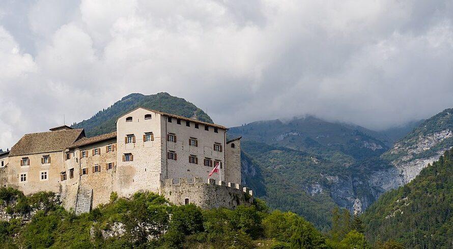 Stenico: entre chutes d'eau et châteaux, des vacances magiques dans le Trentin