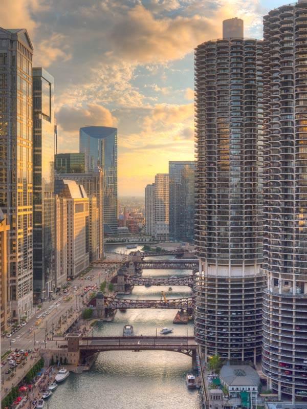 Coucher de soleil sur la rivière Chicago depuis London House