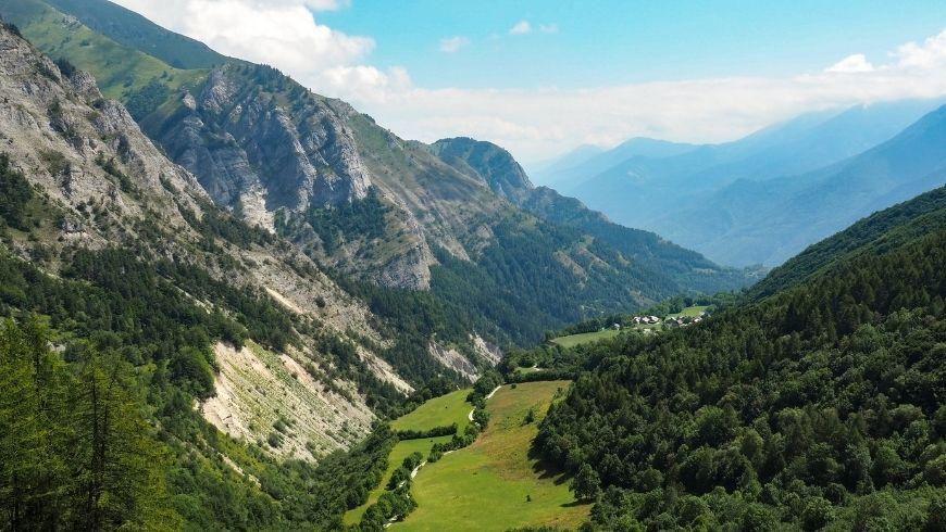 alpes, où le phénomène du surtourisme devient extrêmement courant