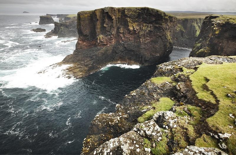Paysage de la côte écossaise dans les îles Shetland.  Écosse.  Royaume-Uni