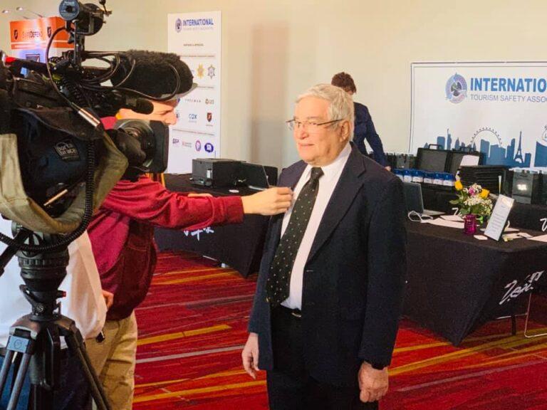 Le président du World Tourism Network reçoit la Médaille du service civil de la pandémie COVID-19 de la santé publique américaine