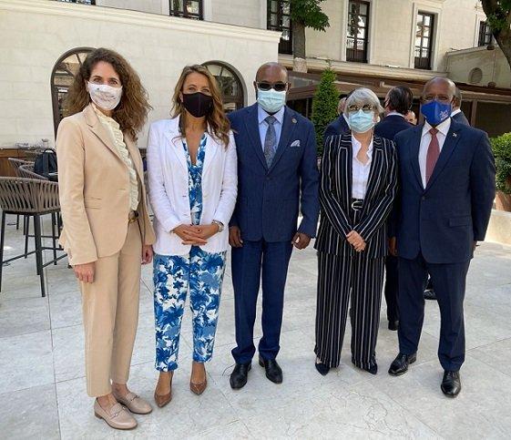 Le ministre jamaïcain du tourisme organise des discussions sur l'investissement avec de grands hôteliers espagnols