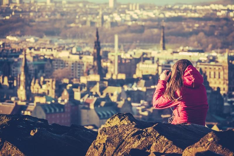 Jeune femme touristique en Ecosse