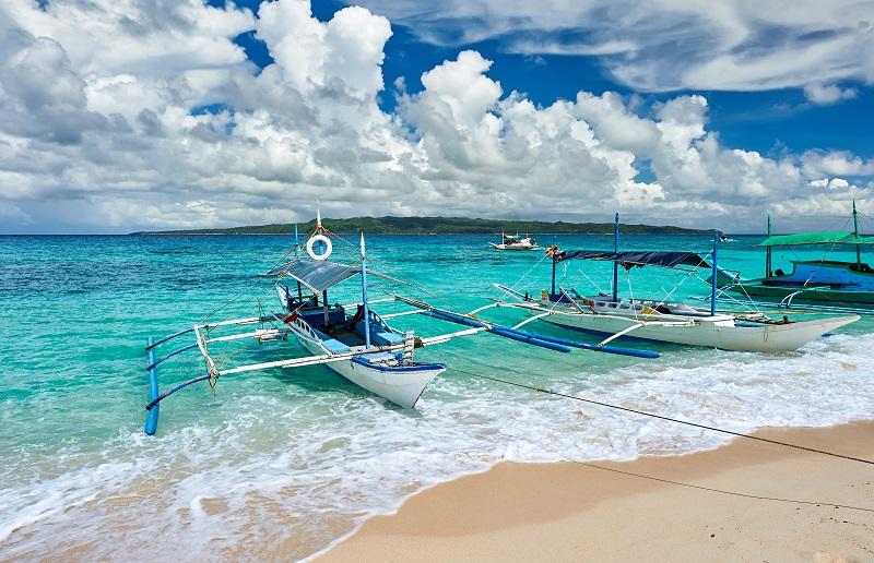 Belle plage avec bateau aux Philippines