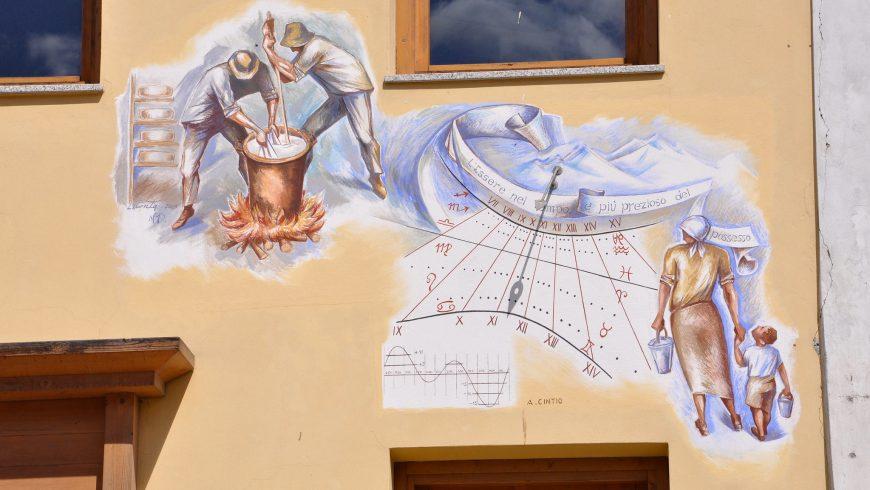 Cadran solaire sur un mur de maison