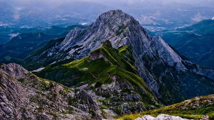 montagnes vertes de la Versilia