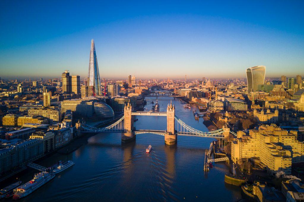 Vue aérienne de Londres et du Tower Bridge