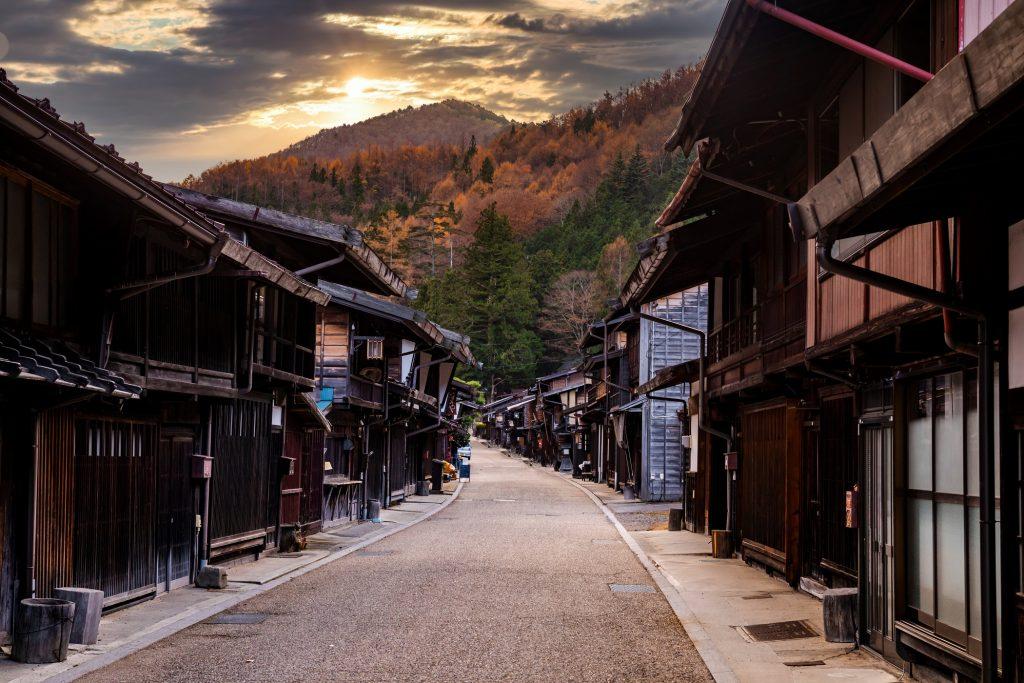 Narai-juku, Japon.  Vue pittoresque de la vieille ville japonaise