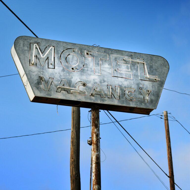 5 conseils pour rester en sécurité dans les motels ombragés