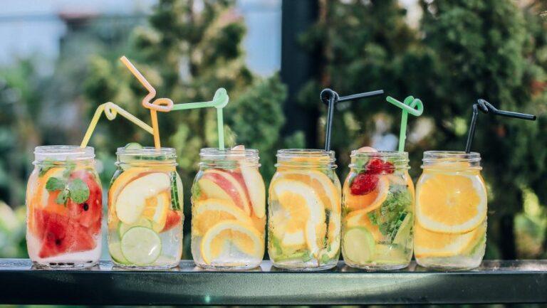 10 eaux aromatisées maison pour réduire l'utilisation de plastique