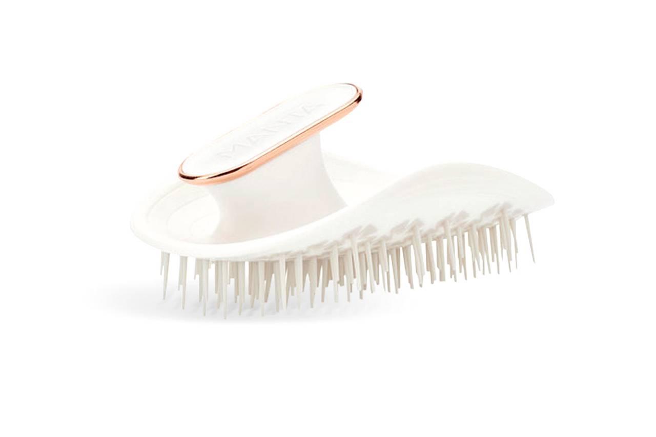 2. Une brosse à cheveux