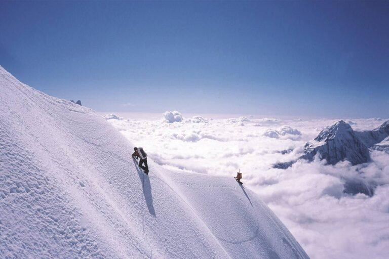 Être le premier à gravir une montagne (et faillir mourir en essayant)