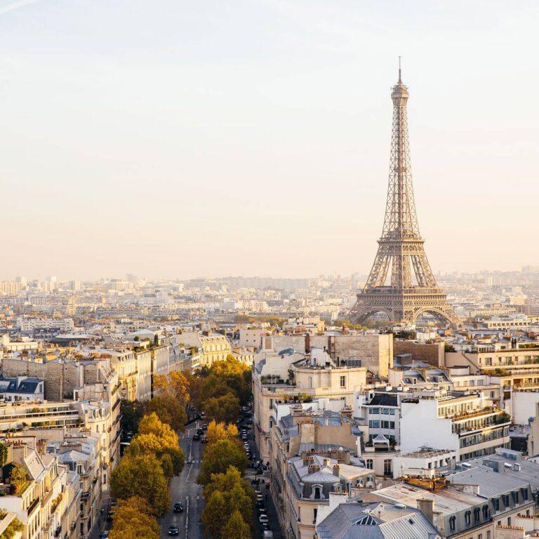Un regard sur les fermetures culturelles historiques, y compris la Tour Eiffel