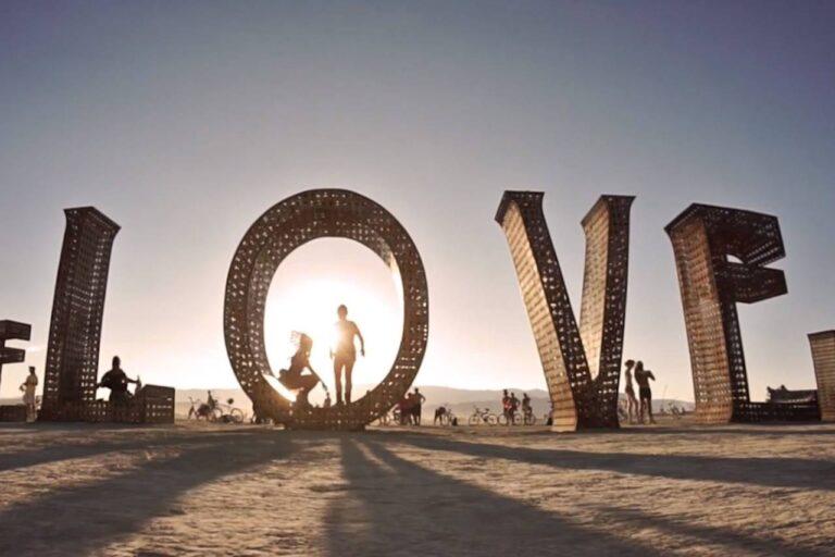 La vidéo la plus cool de Burning Man que nous ayons vue