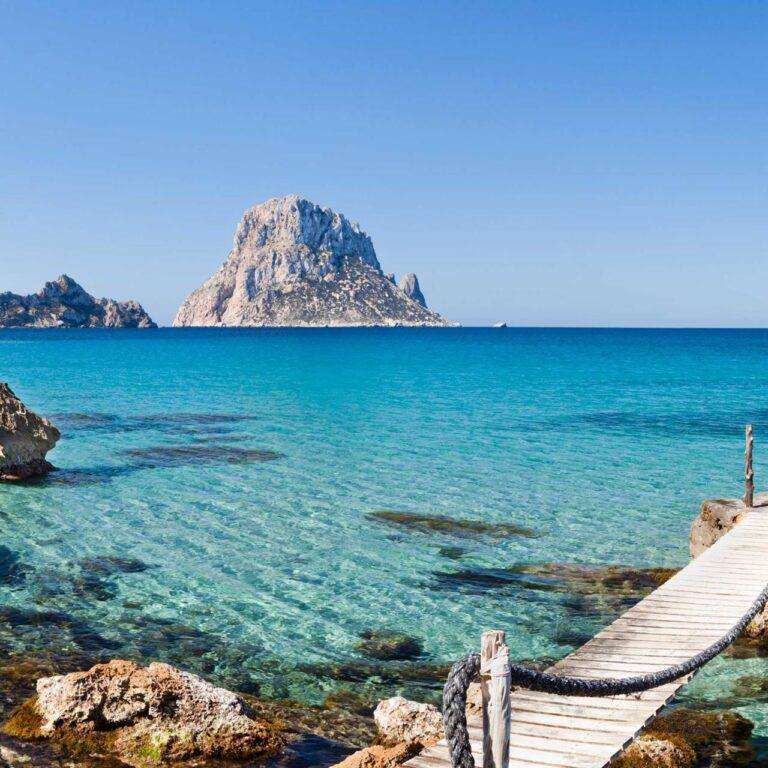 Puis-je voyager à Ibiza?  Les règles des feux de circulation expliquées