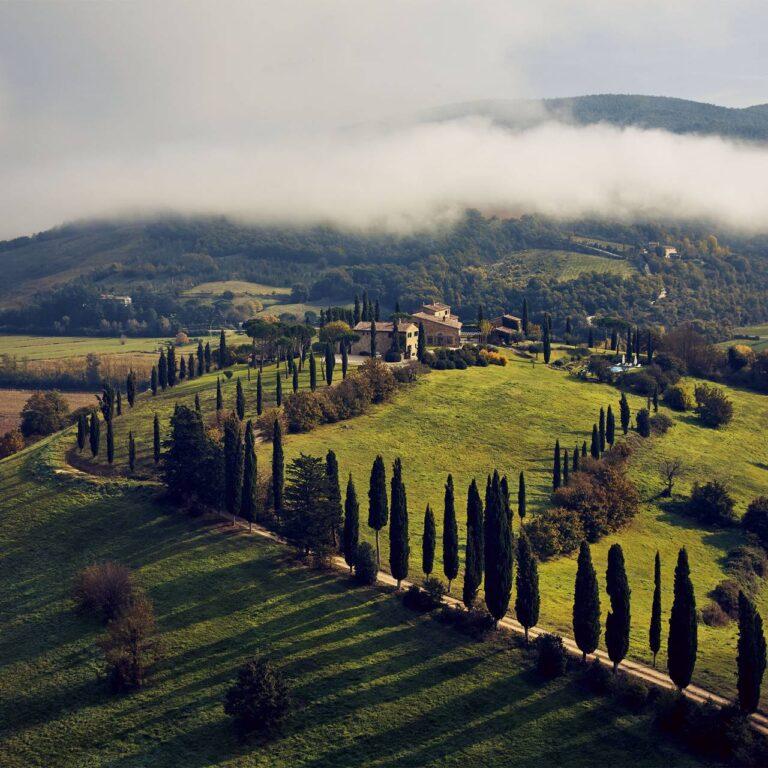 Un château dans les collines de l'Ombrie