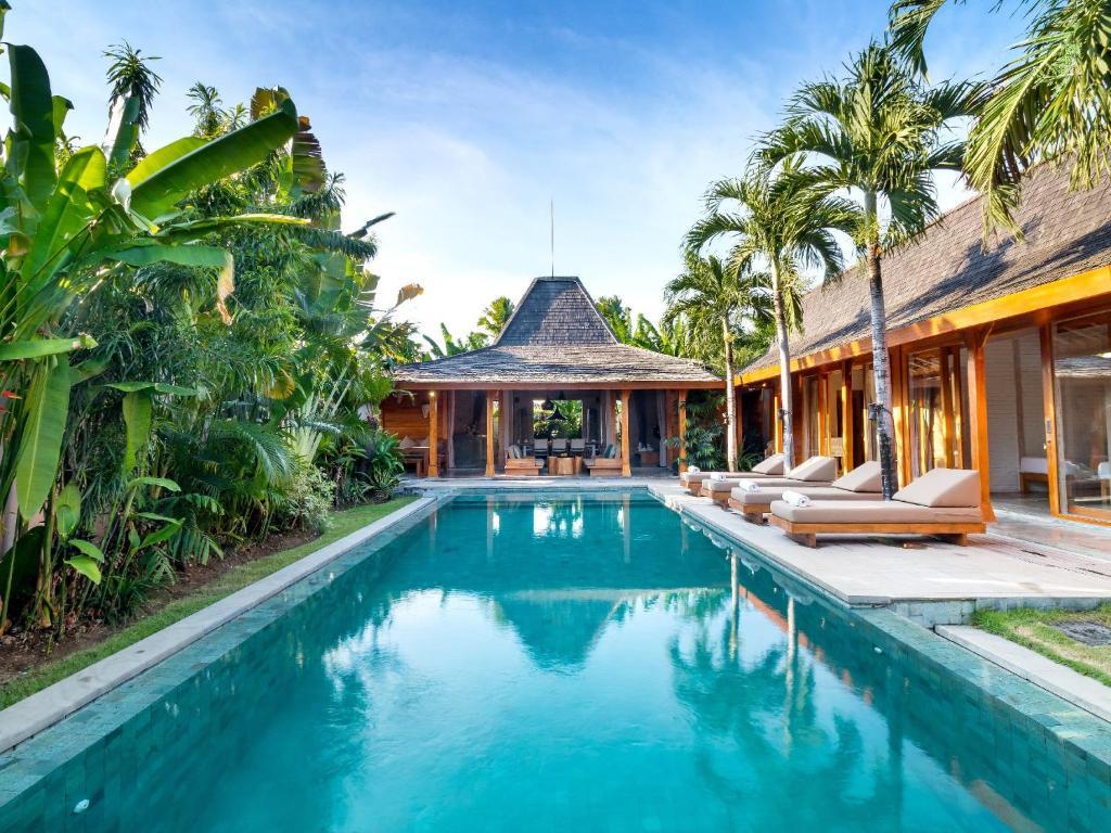 La piscine de la Villa Mannao